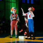 Der dreifache Flohsalto der Clowns brachte alle Zuschauer zum Lachen.