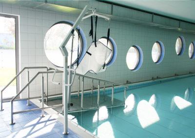 Das Bewegungsbecken mit verstellbarem Hubboden.