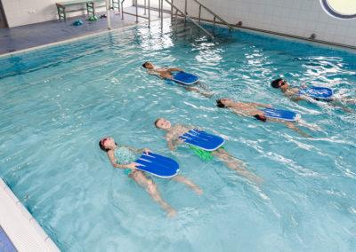 Rücken, Brust, Kraul, Delphin - alle Schwimmstile werden geübt.