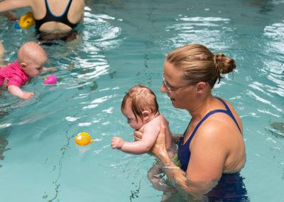 Start der WasserKiSS ist mit dem Säuglingsschwimmen ab drei Monaten.