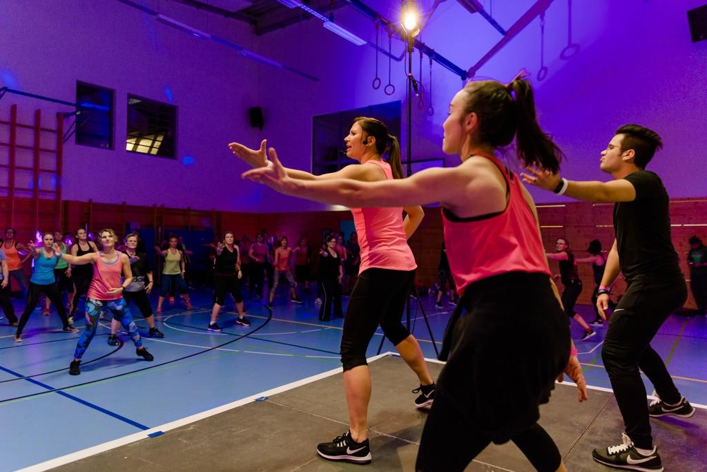 364 Teilnehmer nehmen an der Fitnessnacht mit 47 Kursen teil.