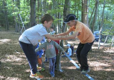 Teamwork ist bei den Abenteuer-Feriencamps gefragt.