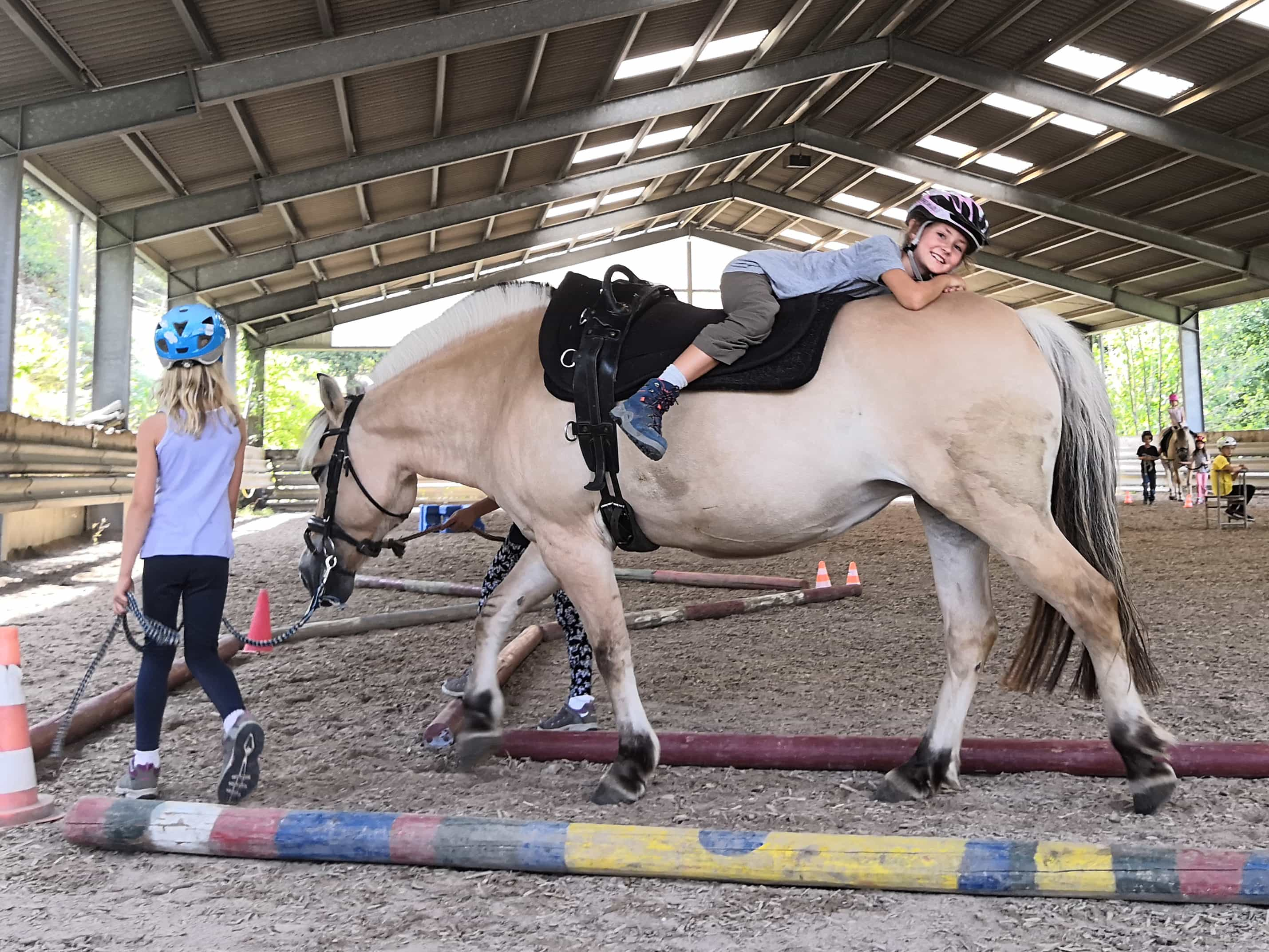 Spüren, abschalten und tragen lassen - so hieß es für die Kinder auf dem Pferderücken.