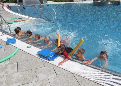 Schwerpunkt - Schwimmen im TSG-Waldschwimmbad.