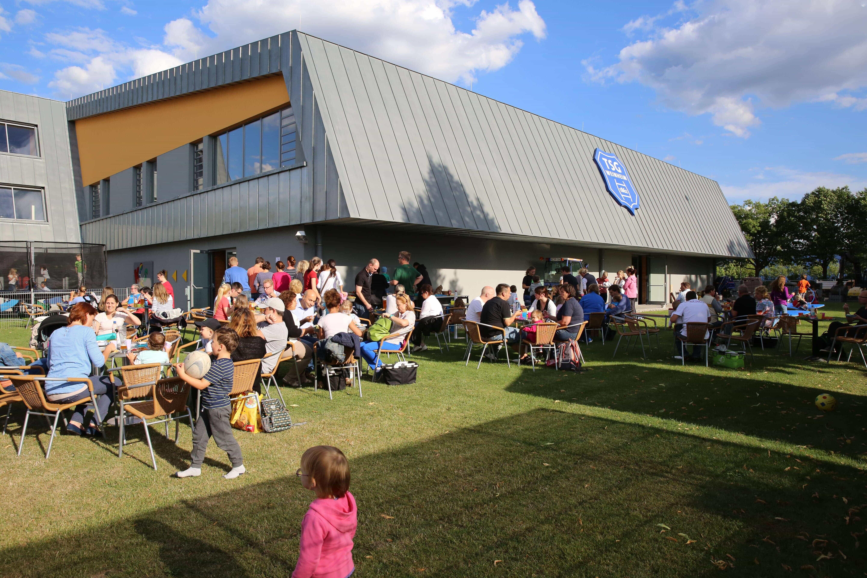 Mit dem Grillfest für KiSS-Kinder und Eltern startet die KiSS in die Sommerferien.