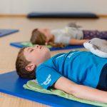 Über acht Termine lernen die Kinder in diesem Kurs sich zu entspannen.