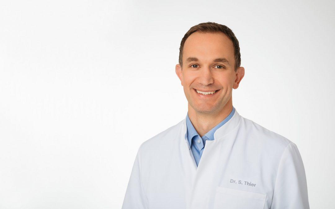 Referent ist Dr. med. Steffen Thier, Facharzt für Orthopädie und Unfallchirurgie der Sportchirurgie Heidelberg in der ATOS Klinik Heidelberg.